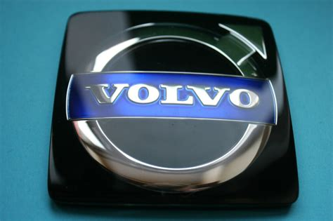 genuine volvo xc xc      grill badge