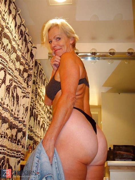 Justine A Mature Blond Posing Zb Porn