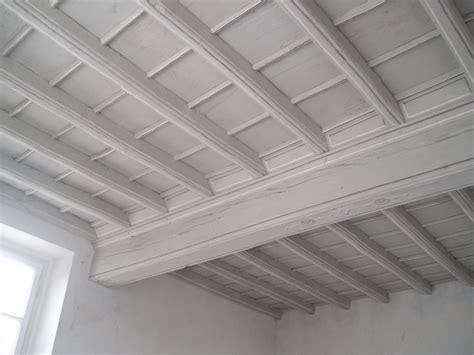 rivestimento soffitto in legno soffitti a cassettoni in legno applicazione dal basso