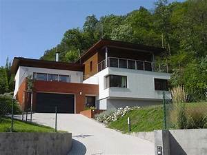 Stavba domu ve svahu