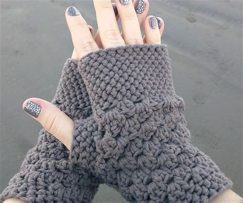 crochet fingerless gloves 20 easy crochet fingerless gloves pattern diy to make