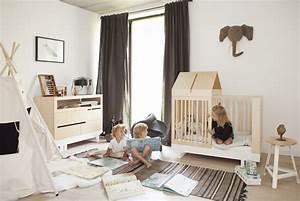 Mobilier Chambre Enfant : mobilier ecologique et creatif dans une chambre enfant minimaliste lit barreaux cabane commode ~ Teatrodelosmanantiales.com Idées de Décoration