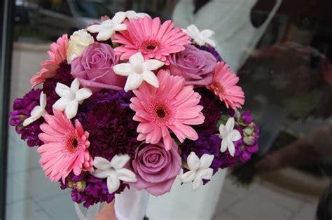 guide    popular wedding flowers  season