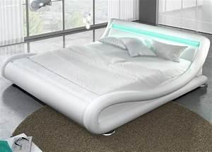 Lit 180x200 Design : lit design julia blanc 180cm ~ Teatrodelosmanantiales.com Idées de Décoration