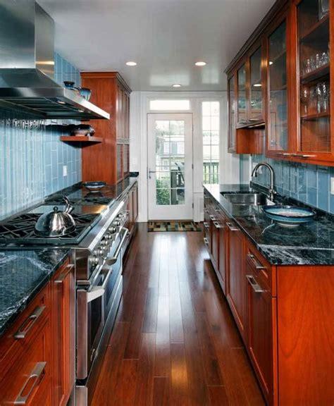 como amueblar cocinas alargadas  estrechas pisos al