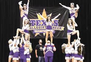 Cheerleader Cheer Stunts
