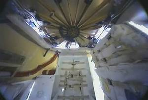First Look Inside the SpaceX Dragon - SpaceRef