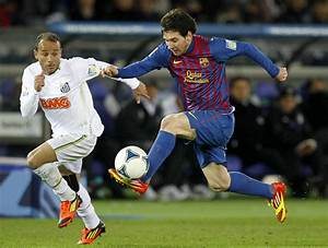 Lionel Messi Playing Soccer Lionel Messi Playing Soccer ...
