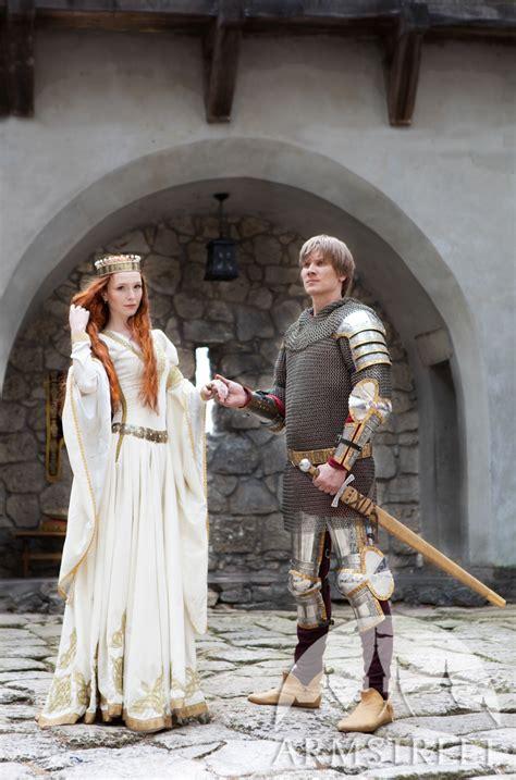 robe blanche ladoubement mariage medieval disponible