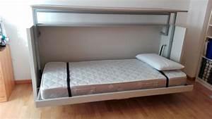 Letto singolo orizzontale a scomparsa in una cameretta a Torino