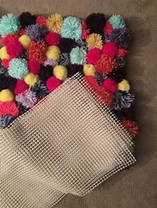Canevas Pour Tapis : 1001 id es fantastiques de tapis en pompon moelleux ~ Farleysfitness.com Idées de Décoration