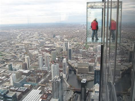 Willis Tower Observation Deck Parking by What It S Like To Work On A Skyscraper S Antenna Mental