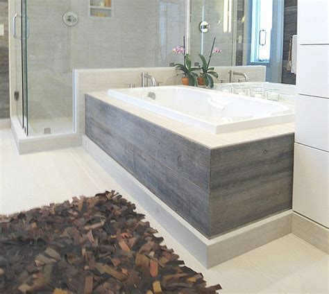 tiling a bathtub skirt 1000 ideas about tub surround on tile tub