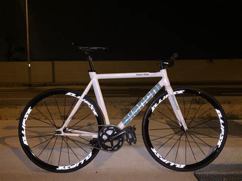 white bianchi super pista pedal room