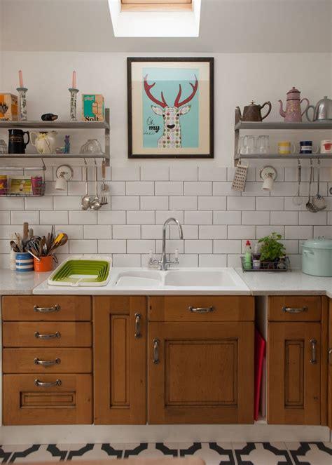 idee deco cuisine vintage visite un cottage coloré cocon de décoration le