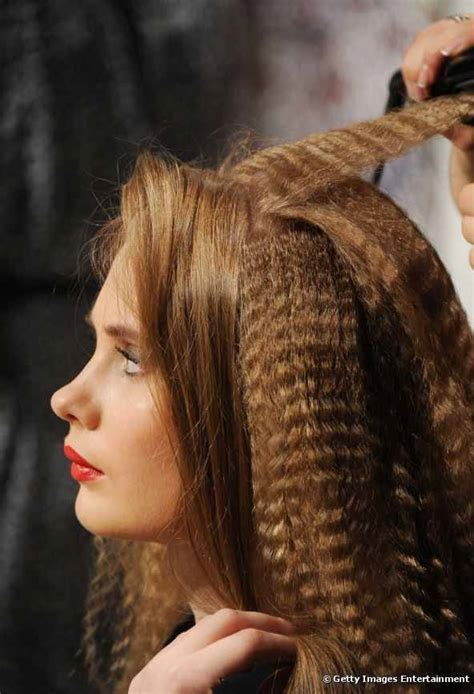 crimped hairstyle  women hairstylo