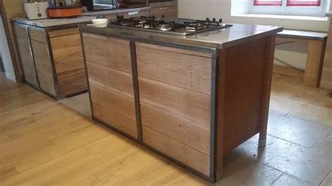 Habillage pour meuble de cuisine en mu00e9tal et bois par geri sur Lu0026#39;Air du Bois