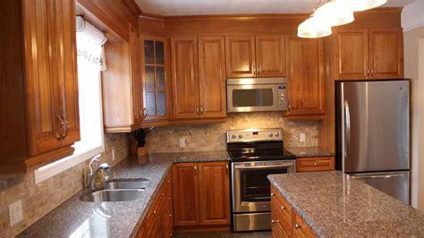 armoire de cuisine en pin cherry kitchen les armoires séguin cabinets