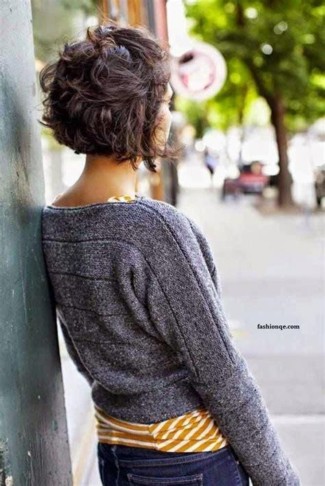 les cheveux courts avec des jolies boucles  charme