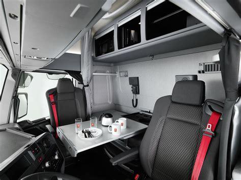 une cabine maxispace chez renault trucks l argus