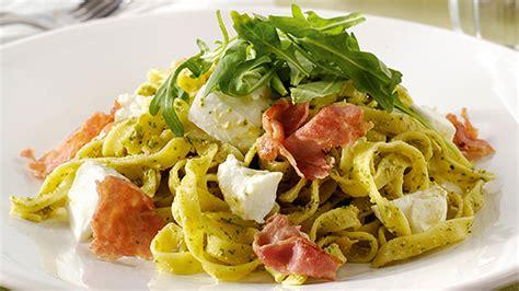 salade de p 226 tes mozzarella et pesto recette knorr