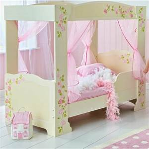 Lit Princesse Fille : le lit baldaquin enfant comment faire la d co pour la chambre ~ Teatrodelosmanantiales.com Idées de Décoration