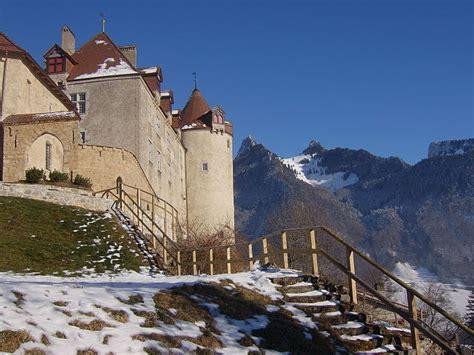 castillos  parecen aun mas de cuento entre montanas