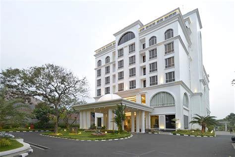 hotel bernuanasa timur tengah  elegan   sahira hotel