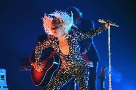 "Lady Gaga's ""shallow"" Grammys Performance 2019 Video  Popsugar Entertainment Uk"