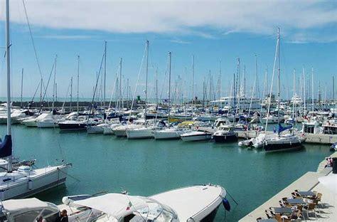 porti marine yacht  vela