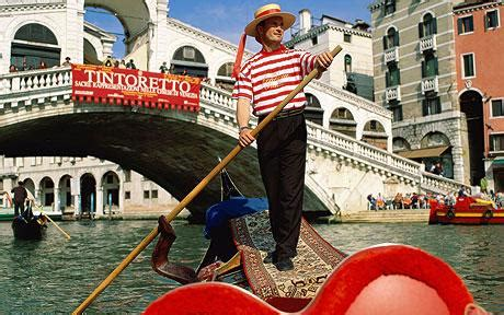 Gondola Boat Man by Venice Gondoliers Rapped For Cornetto Advert Crooning