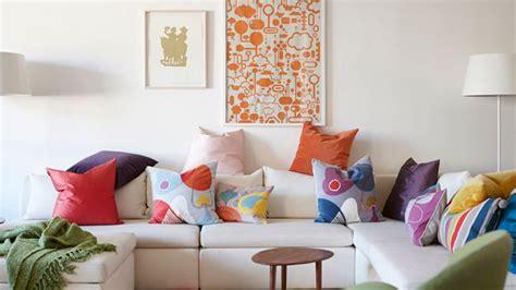 faire des coussins de canapé conseil deco couleur salon mettre couleur dans maison