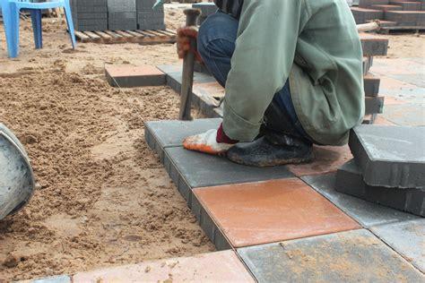 Pflastersteine Verlegen Kosten by Terrassenplatten Verlegen 187 Kosten Sparm 246 Glichkeiten Und Mehr