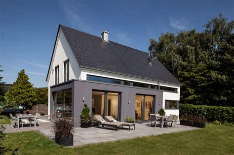 satteldach haus modern moderne architektur und intelligentes wohnkonzept baumeister haus e v