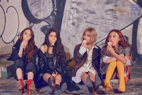 mamamoo members sit   enjoy ice cream
