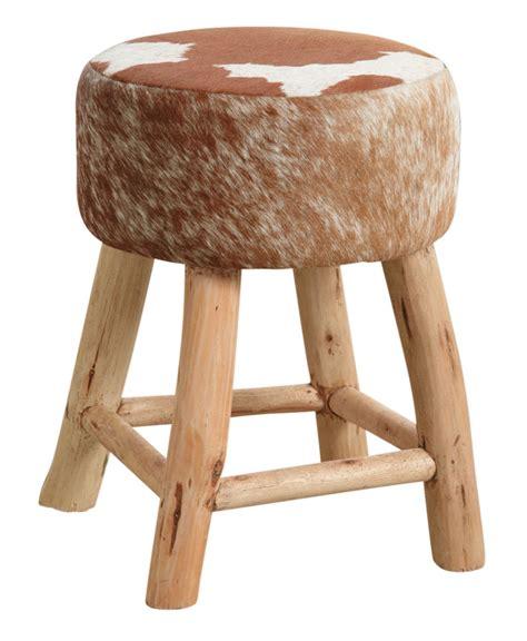 meuble bas cuisine blanc tabouret en bois et peau de vache