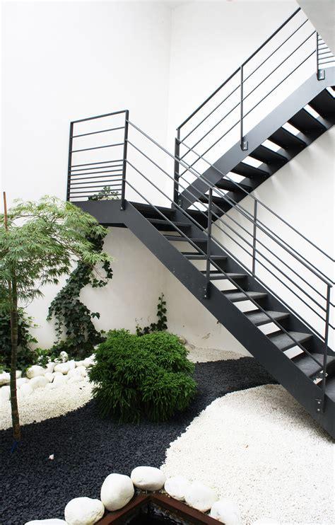 Escalier 2/4 Tournant Extérieur, Toue En Acier Traité Et
