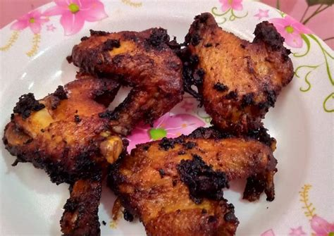 Kini, bacem lebih dipahami sebagai proses merebus lauk dengan gula merah dan ketumbar hingga meresap dan matang. Resep Ayam Goreng Bumbu Bacem - Resep Enak Indonesia