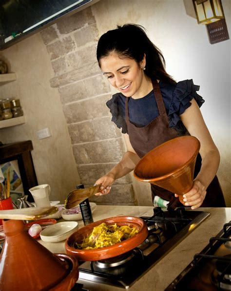 l atelier de cuisine madada vous d 233 voile une de ses recettes marocaines