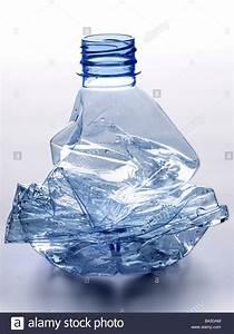 Bouteille En Plastique Vide : concass e et bouteille d 39 eau en plastique vide banque d 39 images photo stock 19745340 alamy ~ Dallasstarsshop.com Idées de Décoration