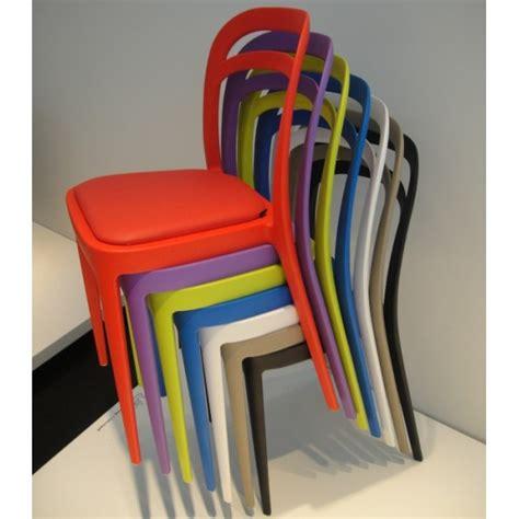 chaises de couleur chaise design pour exterieur ou interieur