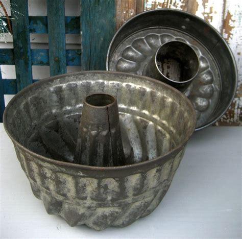 vintage tin fluted bundt cake pan