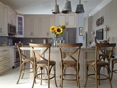 kitchen islands with chairs kitchen island chairs pictures ideas from hgtv hgtv 5270
