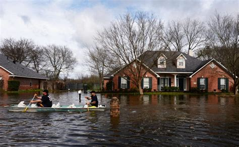 louisiana flood flooding weather flooded homeless floods water than rouge baton massive raging floodwaters thousands donation opportunity source rescue severe