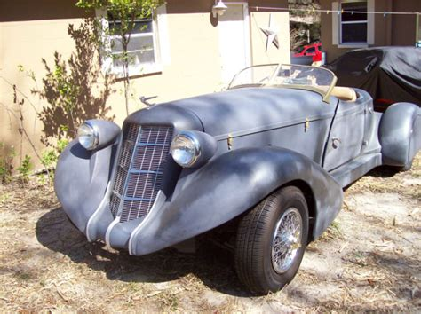 1936 Auburn Boat Tail Speedster (replica