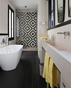 Carreaux De Ciment Noir Et Blanc : carreaux de ciment dans salle de bain noir et blanc ~ Dailycaller-alerts.com Idées de Décoration
