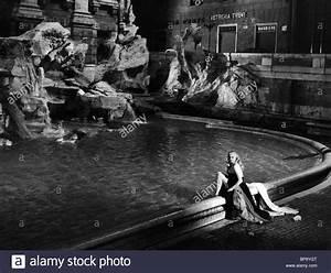 ANITA EKBERG AT THE TREVI FOUNTAIN LA DOLCE VITA (1960 ...