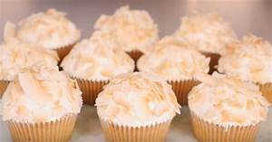 Mango Coconut Cupcakes: A Moist Tropical Cake Filled With ...