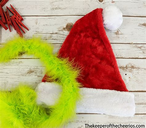 grinch clothespin pizza pan wreath  keeper