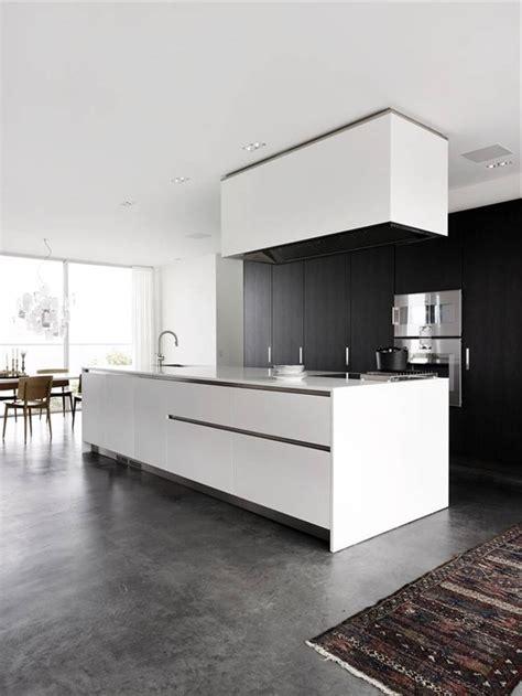 cuisine blanche sol gris découvrir le sol en béton ciré dans beaucoup de photos